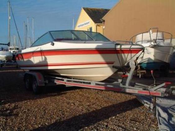 Sea - Ray 180 closed bow sports boat