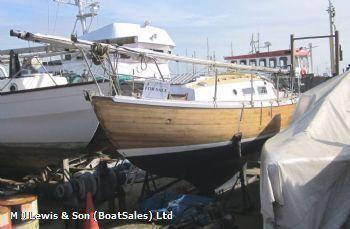 Wooden Bermudan sloop 8m, varnished wooden 26ft