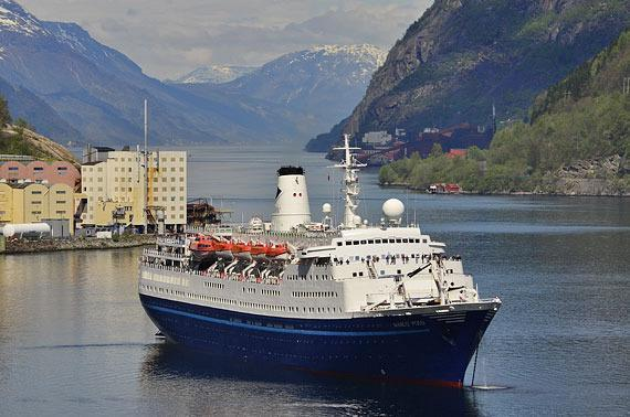 Cruise Ship, 850 Passengers - Stock No. S2126