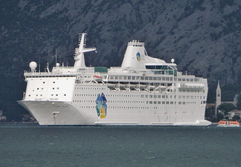 Cruise Ship, 1,544 Passengers - Stock No. S2127