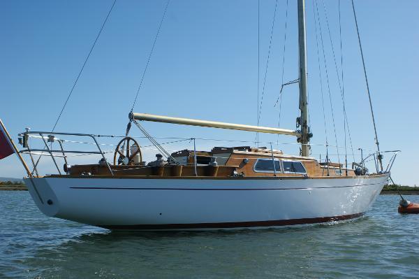 M j lewis yacht brokers