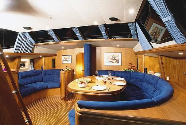Oyster 70 Deck Saloon